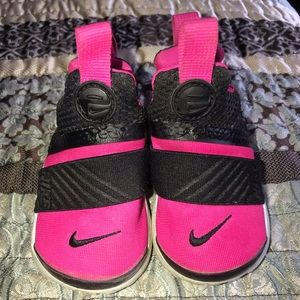 Used Toddler Nike size 5C Sneakers
